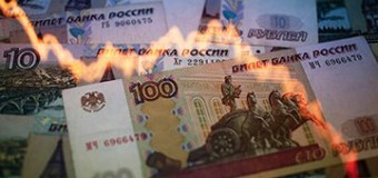 Рубль падает вслед за нефтью