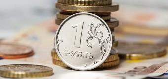 Российский рубль в понедельник вырос